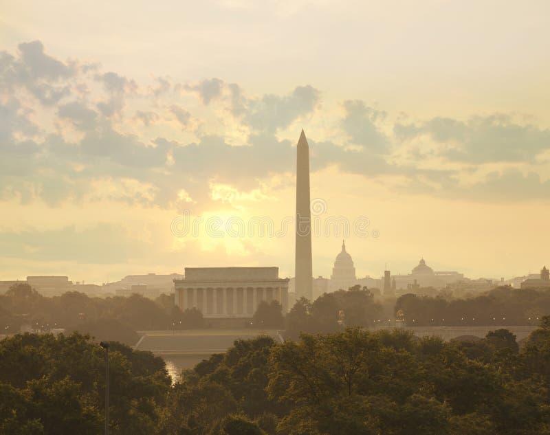 Washington DC linia horyzontu z słońcem i chmurami w ranku obrazy royalty free