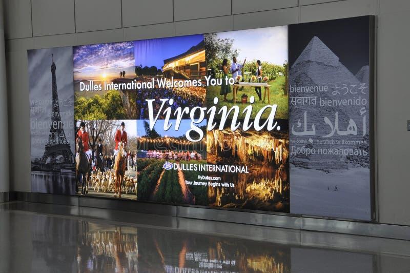 Washington DC, o 5 de julho: Anúncio no aeroporto de Washington District de Colômbia EUA imagem de stock
