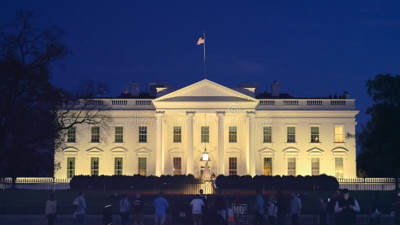 WASHINGTON DC, USA - April, 4, 2017: norrsida av det vita huset på natt i washington, D C royaltyfri foto