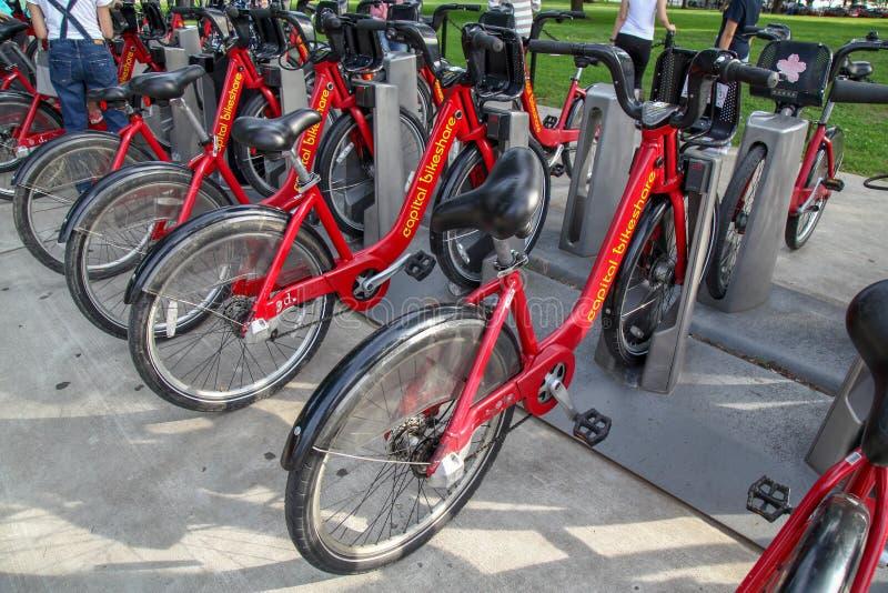 WASHINGTON DC, USA-Juni 14,2018: Rote Fahrradmiete von Haupt-Bikeshare im WASHINGTON DC, USA stockfotos