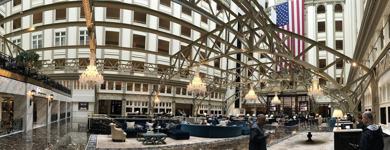 WASHINGTON DC USA - MAJ 16 2018 - stolpe - kontoret är nu det internationella hotellet för trumf arkivbilder