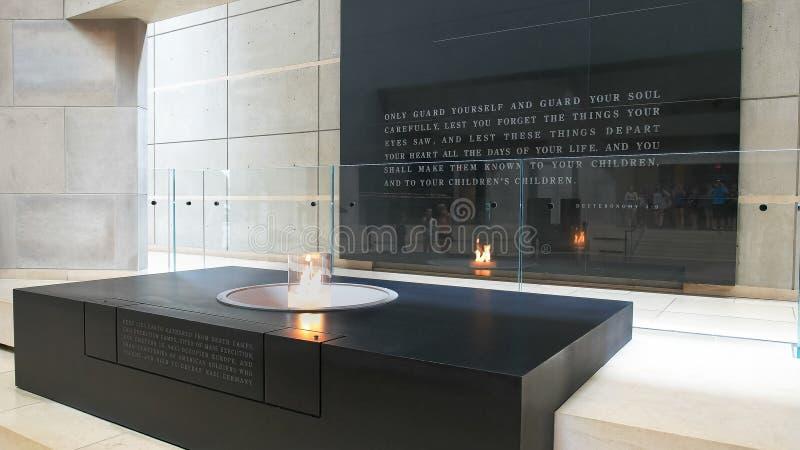 WASHINGTON DC, USA - SEPTEMBER 10, 2015: den eviga flamman på oss minnes- museum för förintelse fotografering för bildbyråer