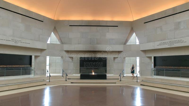 WASHINGTON DC, USA - SEPTEMBER 10, 2015: korridoren av minnet på oss minnes- museum för förintelse i washington arkivfoton