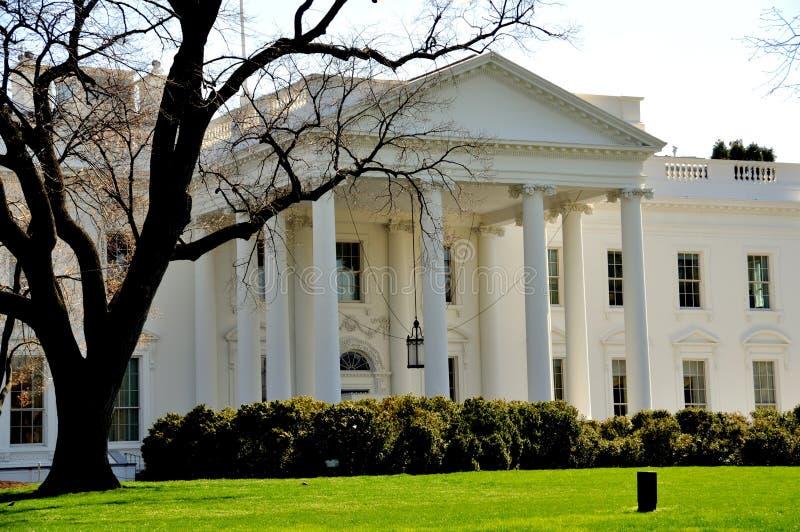 Washington DC: Vita Huset royaltyfria foton