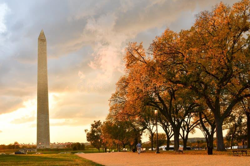 Washington DC, Washington Monument in autunno immagini stock libere da diritti