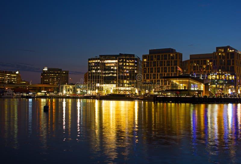 Washington DCstrand på natten, USA arkivfoto