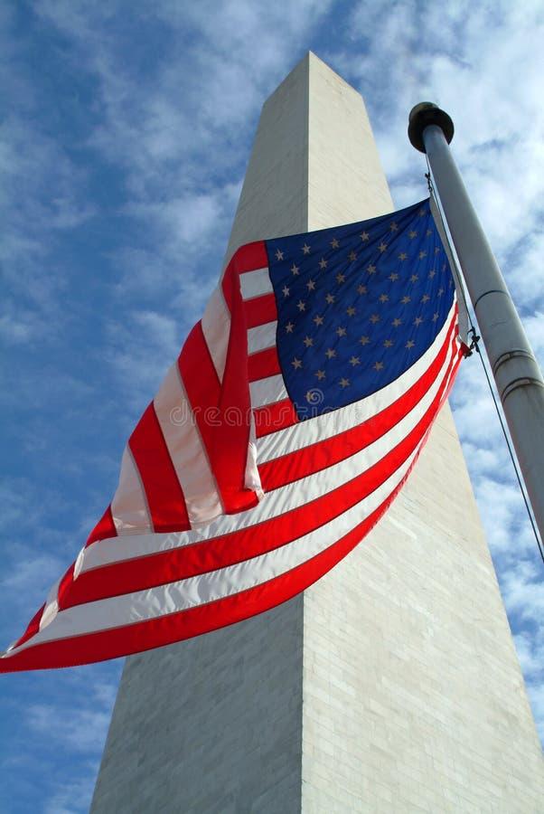 Washington-Denkmal mit Markierungsfahne lizenzfreies stockfoto