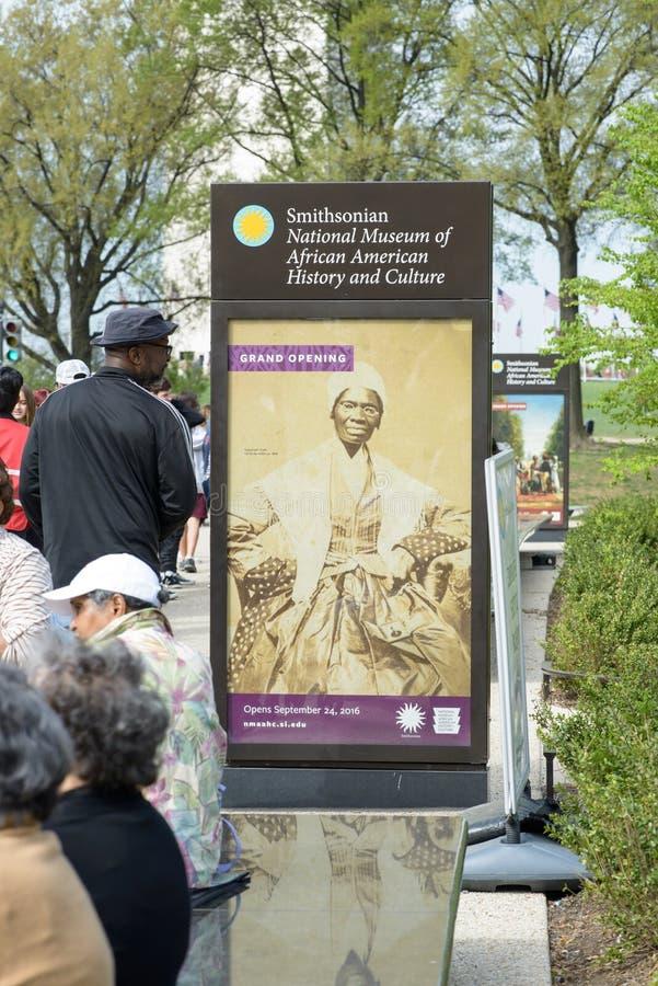 WASHINGTON, DISTRITO DE COLUMBIA - 14 DE ABRIL: Museo Nacional de Smithsonian de la historia afroamericana el 14 de abril de 2017 fotografía de archivo
