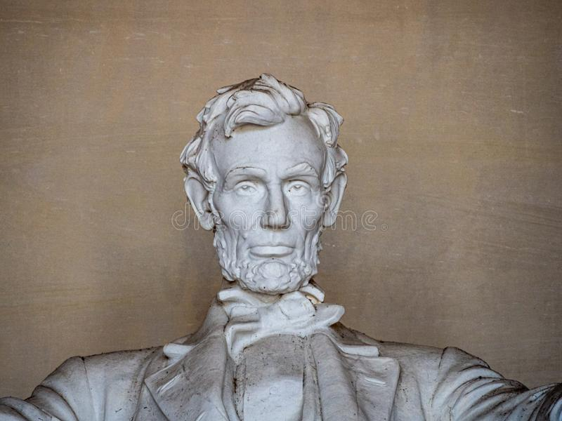 Washington, Distrito de Columbia, Estados Unidos da América: [ Abraham Lincoln Memorial e sua estátua dentro do templo da coluna  imagens de stock