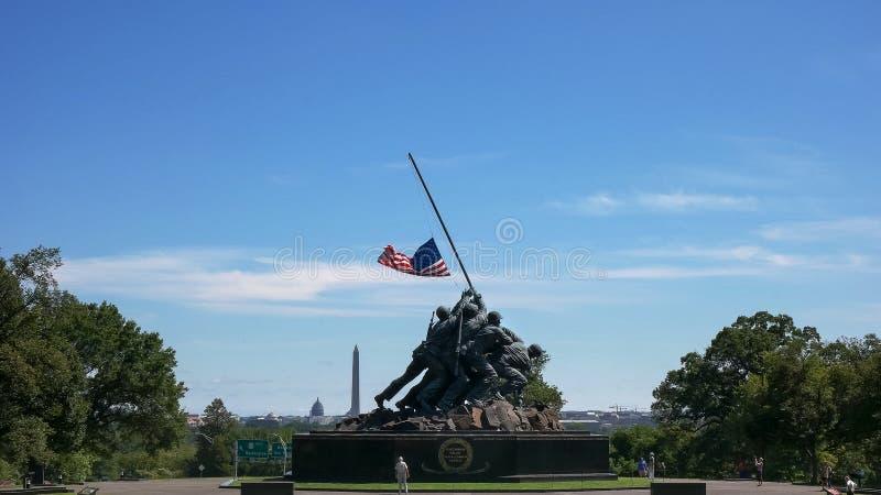 WASHINGTON, DISTRITO DE COLUMBIA, EUA 11 DE SETEMBRO DE 2015: memorial de Iwo Jima, monumento de Washington e construção do capit fotografia de stock