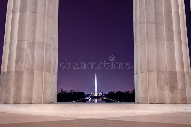 Washington Monument, dat van Lincoln Memorial wordt gezien royalty-vrije stock fotografie