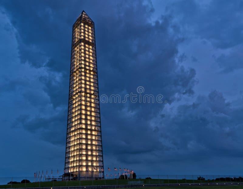 Washington Monument durante uma tempestade fotos de stock
