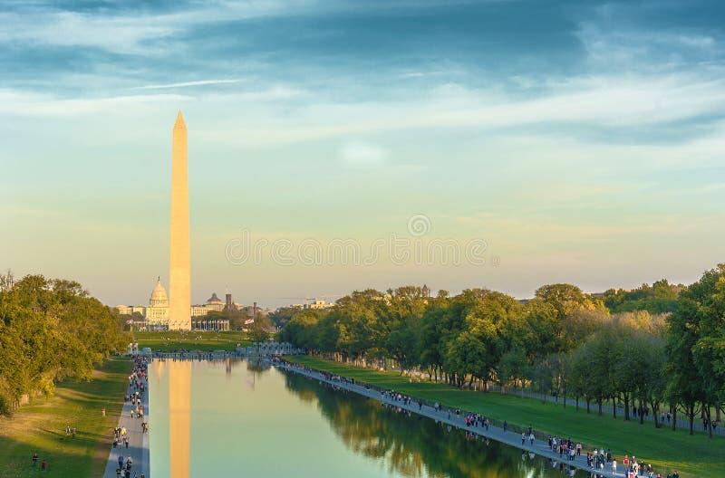 Washington Monument et piscine se reflétante, images stock