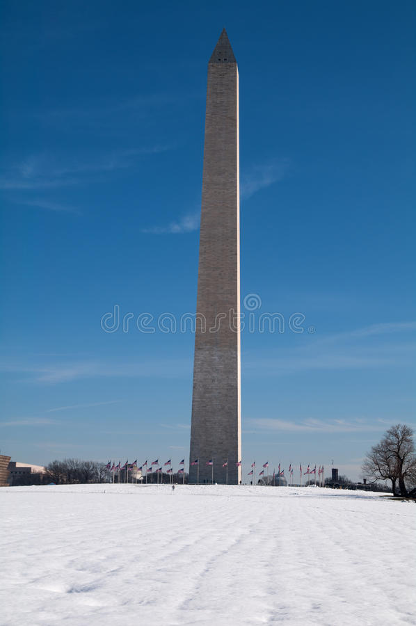 Washington Monument na neve imagem de stock