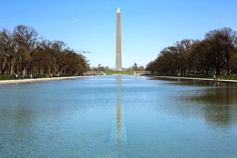 Washington Monument nel nuovo stagno di riflessione fotografie stock
