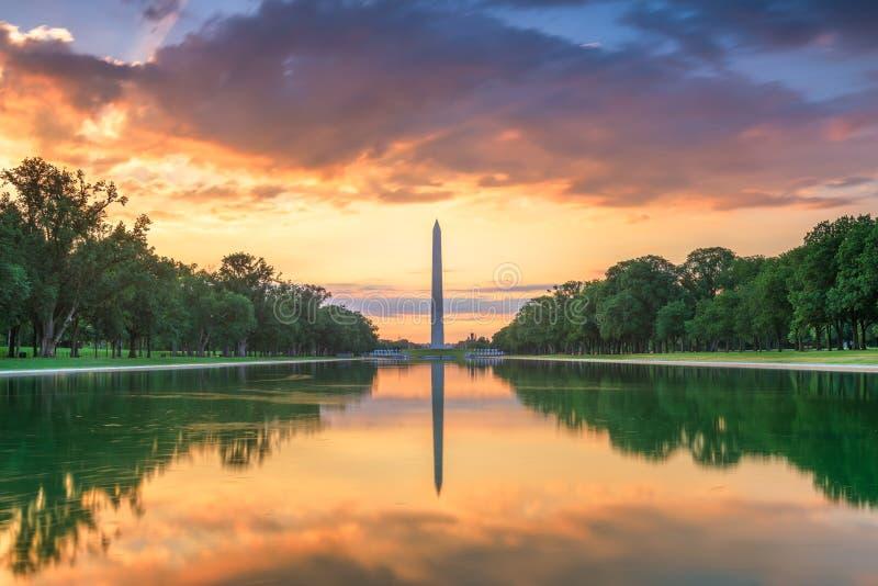 Washington Monument sullo stagno di riflessione a Washington, D C immagini stock libere da diritti