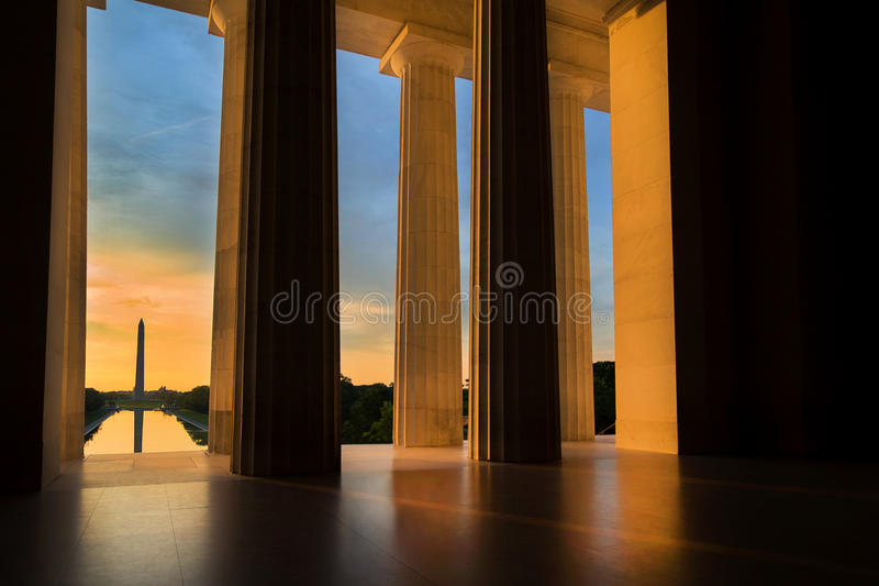 Washington Monument von Lincoln Memorial bei Sonnenaufgang in Washington, DC lizenzfreie stockfotografie