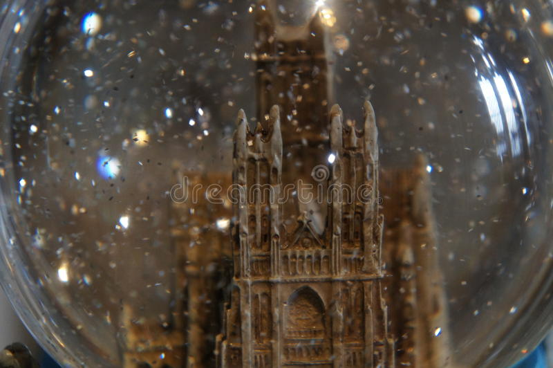 Washington National Cathedral - globo della neve fotografia stock libera da diritti