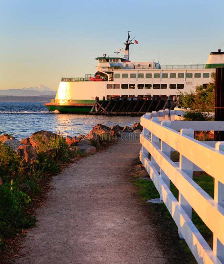 Free Washington State Ferry During Sunset. Royalty Free Stock Photos - 40685198