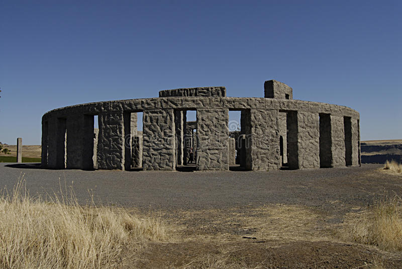 WASHINGTON STATE/USA _depilcate stonehenge. MARYHILL/WASHINGTON STATE /USA _ American Samuel Hill went to engkand in 1914 and deplicates and design Stonehenge stock images