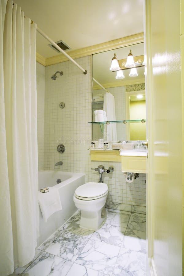 Washroom do quarto de hotel fotos de stock royalty free