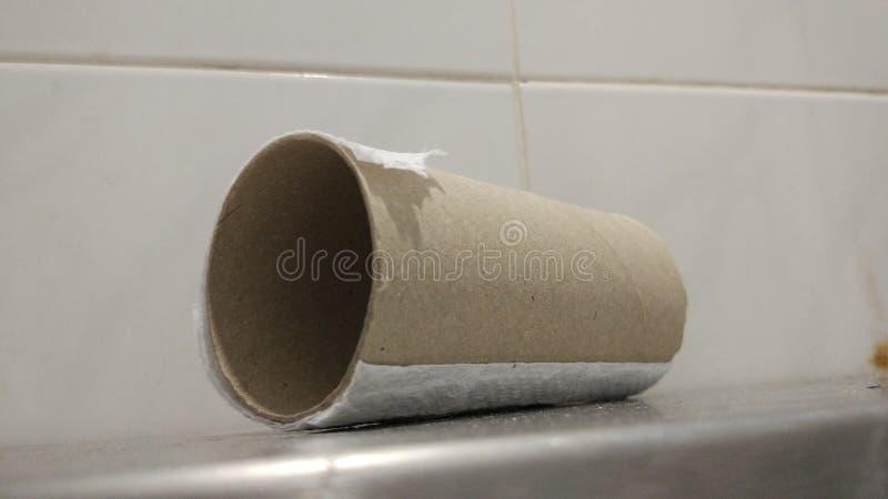 Washrooom-Papier benutzt stockfotos