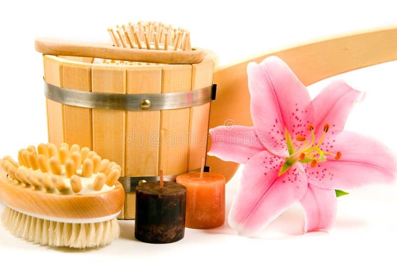 Washtub mit Kerzen und Blume stockbild