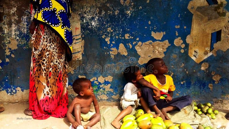Wasini海岛的颜色孩子 免版税库存图片