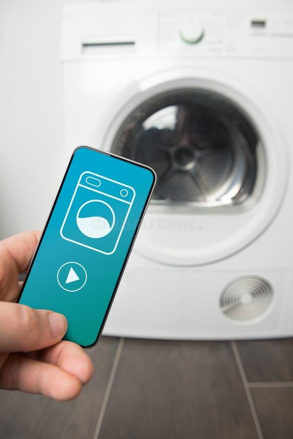 Wasmachine van het controle de slimme huis royalty-vrije stock afbeeldingen