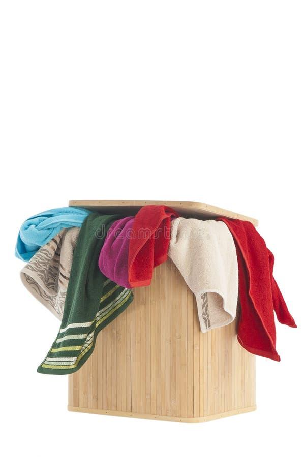 Wasmand en handdoeken stock afbeeldingen