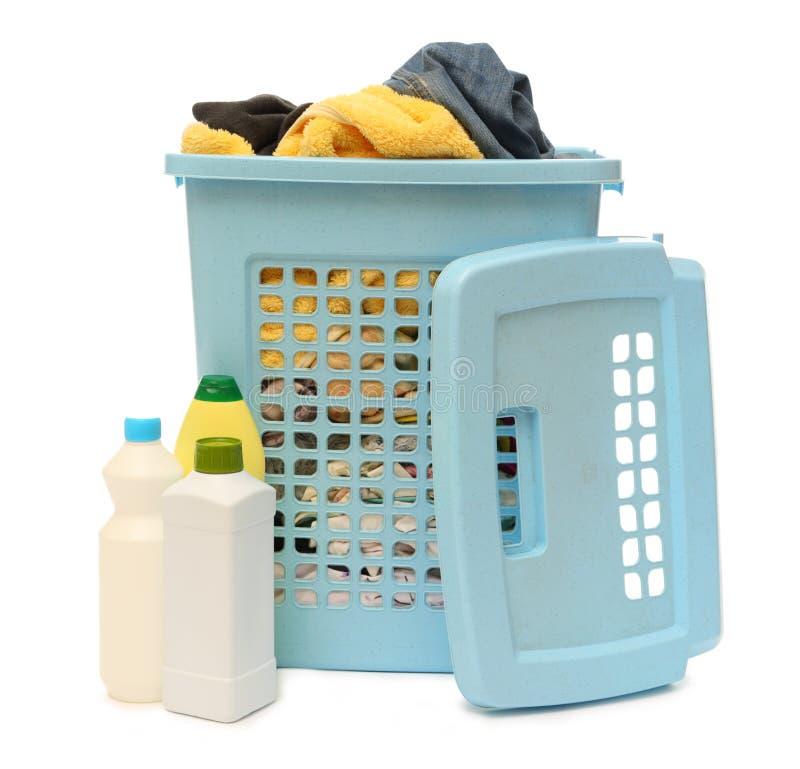 Wasmand met detergens royalty-vrije stock foto's