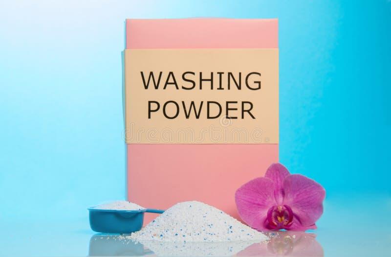 Waspoeder, meashuring kop en bloem stock afbeeldingen
