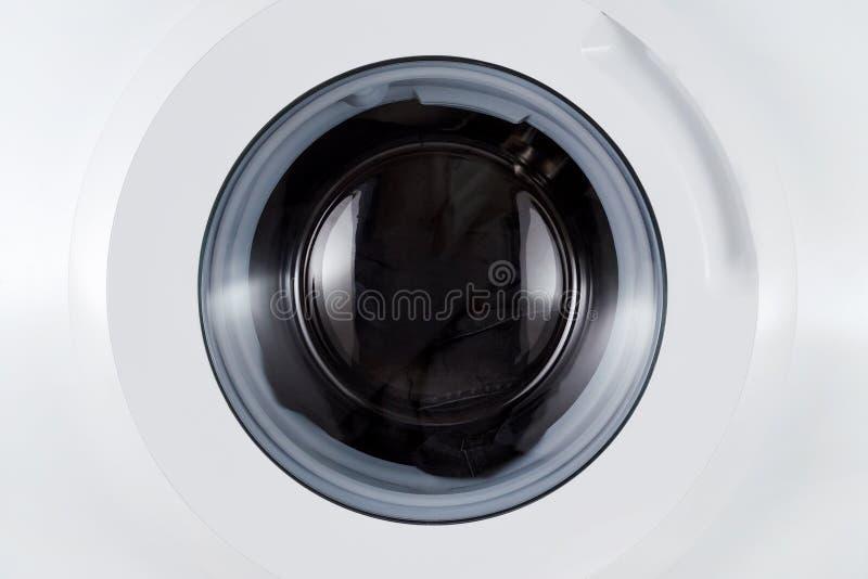 Wassende zwarte kleren, de gesloten close-up van de wasmachine royalty-vrije stock foto