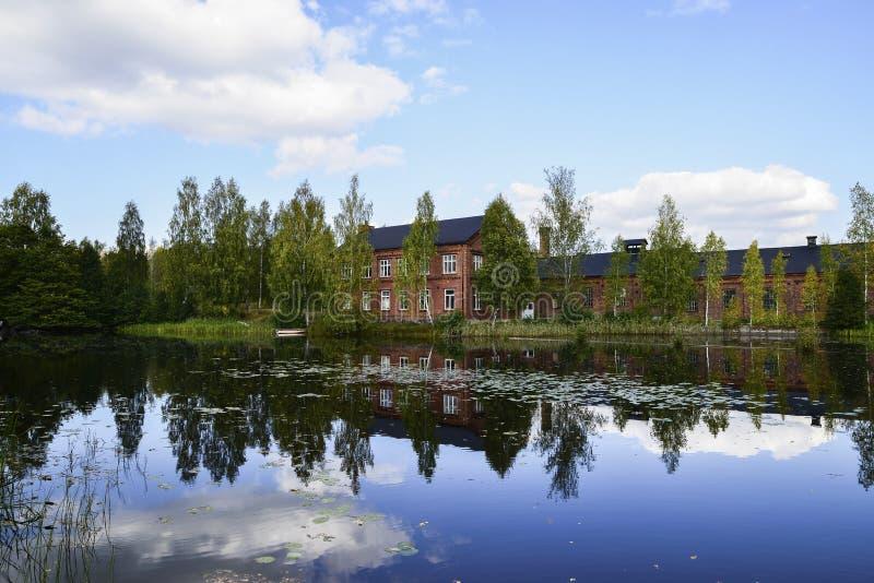 Wasser als Spiegel Fotos von wunderful Natur Swedens stockfoto