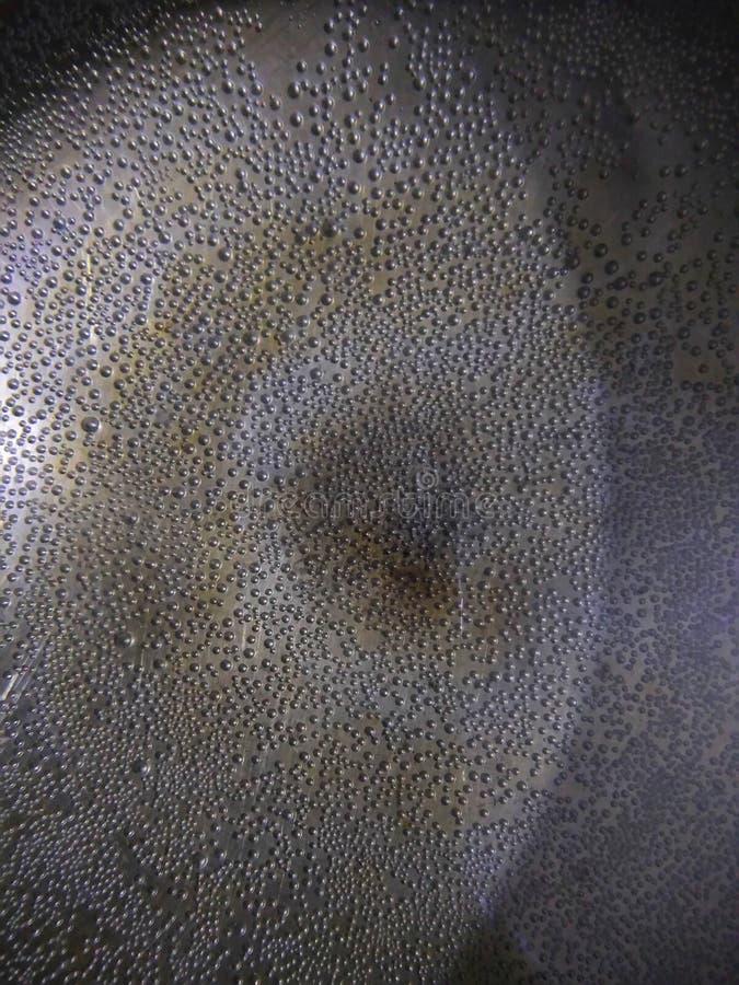 Wasser-Blasen vereinbarten an der Unterseite der Schüssel stockfotos
