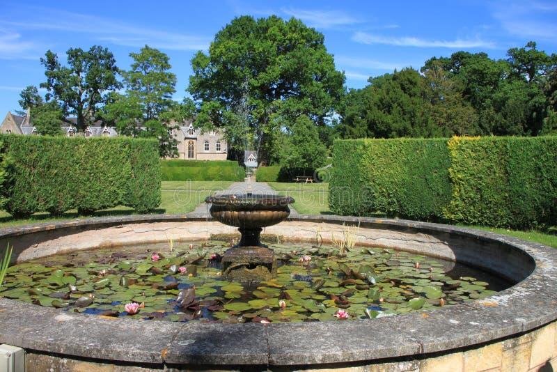 Wasser-Brunnen am prächtigen Park, England stockfotos