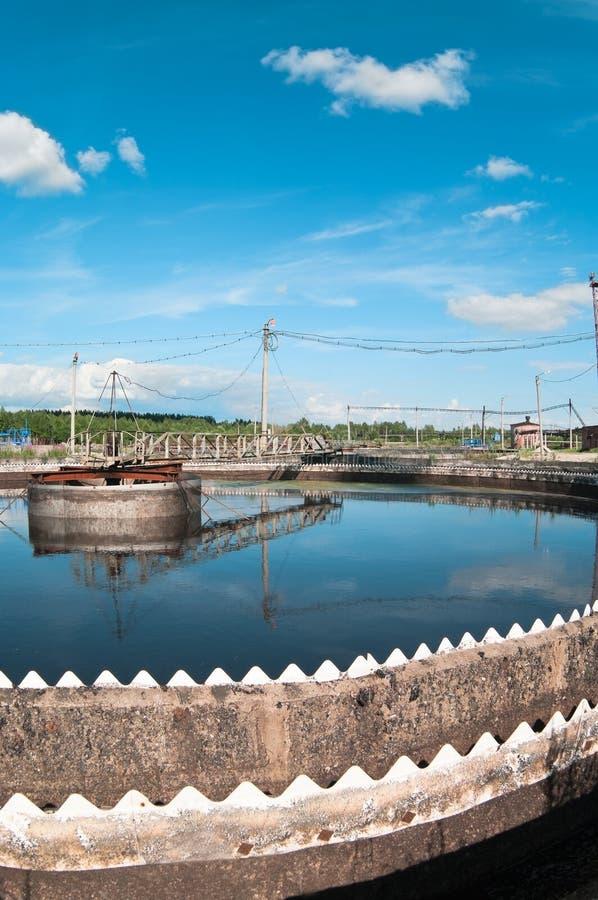 Wasser, das Abwasserstation aufbereitet stockbilder