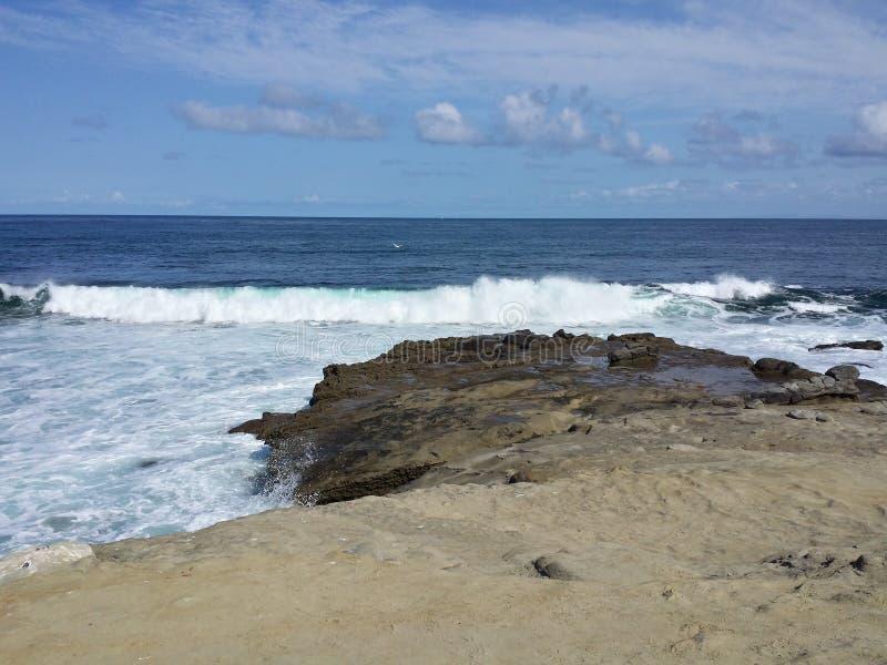 Wasser, das herein auf der Bucht zusammenstößt lizenzfreies stockbild