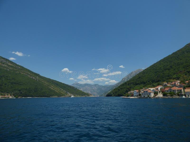 Wasser des Medeterrain-Meeres in der Kotor-` s Bucht Kotor-Stadt, Montenegro stockfotografie