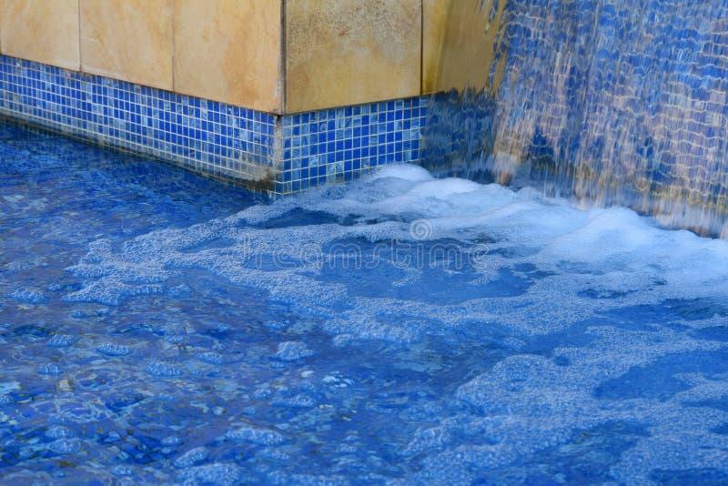Wasser-Fall-Funktion lizenzfreies stockbild