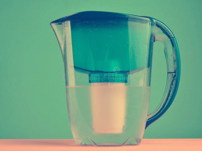 Wasser-Filter-Krug stockfoto
