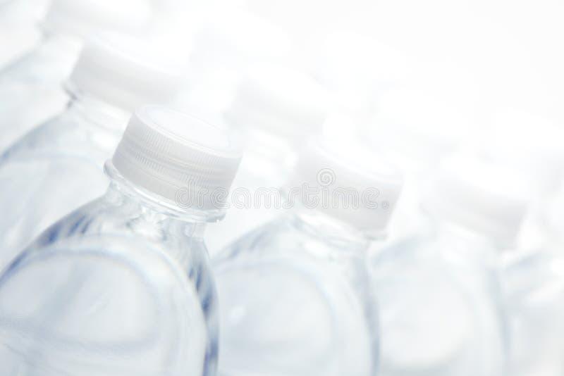 Wasser-Flaschen-Auszug lizenzfreie stockfotografie