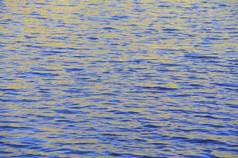 Wasser im Herbst stockfotos