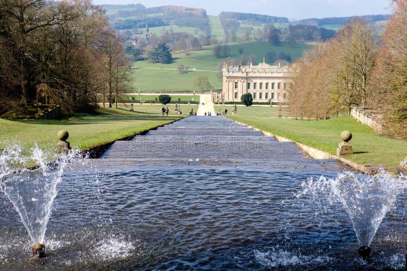 Wasser-Kaskade am Chatsworth Haus lizenzfreie stockbilder