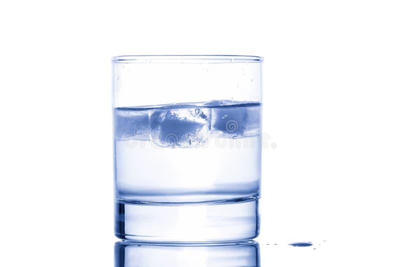 Wasser mit Eis stockfoto