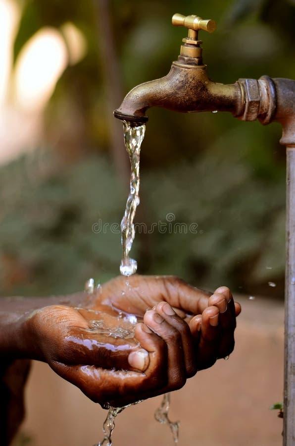 Wasser-Projekte für afrikanische Kinder - Dürren-Symbol Wasser Proj lizenzfreie stockfotografie