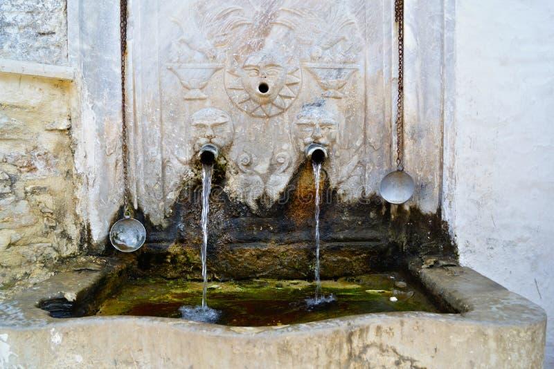 Wasser-Quelle lizenzfreie stockfotografie