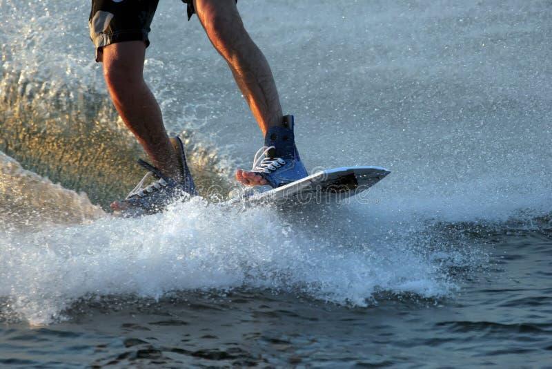 Wasser-Ski-Kostgänger-Füße stockfoto