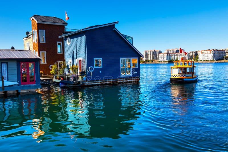 Wasser-Taxi-blaue Hausboote Victoria Canada lizenzfreie stockfotografie