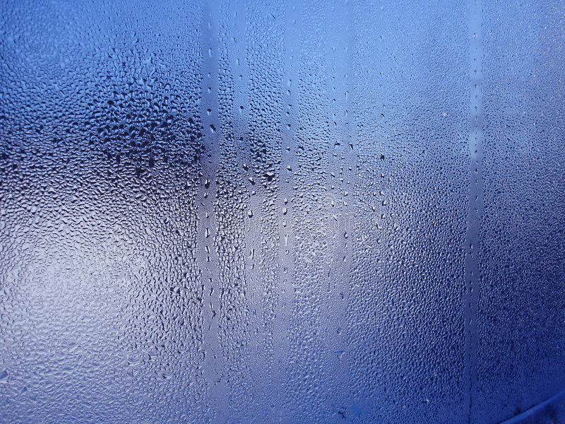 Wasser-Tropfen auf Fenster lizenzfreie stockbilder